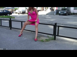 Русская уличная блядунья устроила публичное дефиле